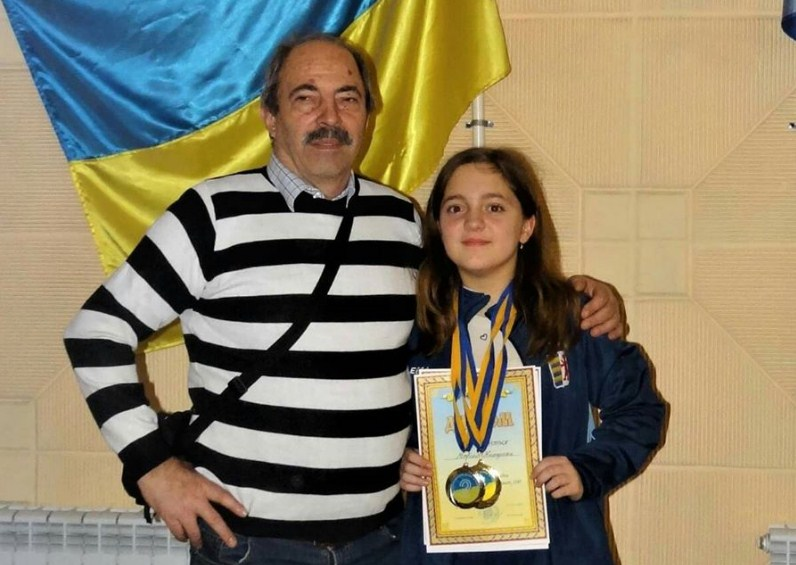 На чемпіонаті України з шашок-100 в м. Херсоні змагалися вікові групи 13 і 19 років юнаки й дівчата.