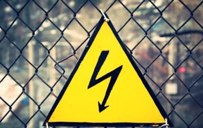 Молодий чоловік під час проведення будівельних робіт став на несправний електричний подовжувач.