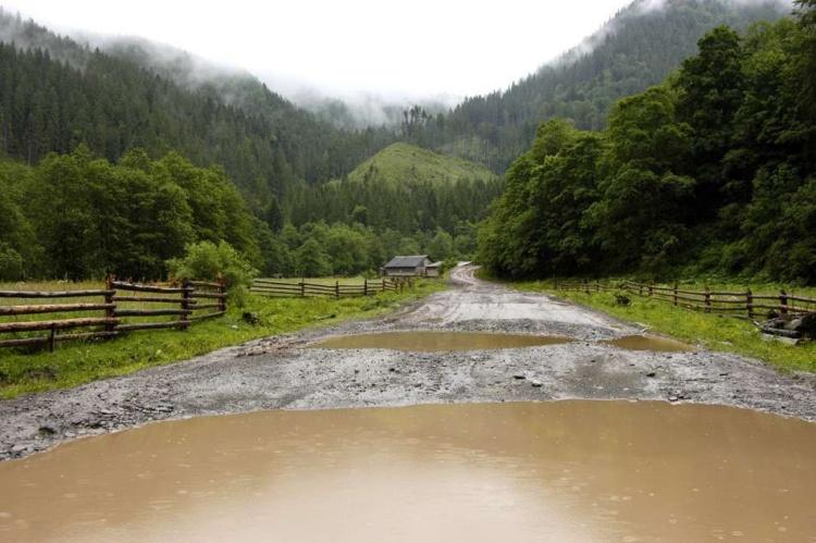 В австрійській компанії Хользо ГмбН запропонували будувати дороги в Закарпатській області з використанням глини.