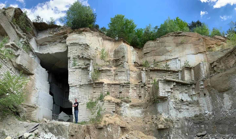 На фото Рокосівське родовище туфів.