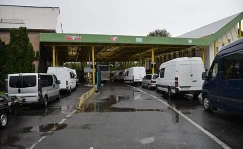 Протягом останніх днів на кордоні з Угорщиною фіксується певне накопичення транспортних засобів, що прямують на виїзд з України через пункти пропуску «Чоп (Тиса)» та «Лужанка».