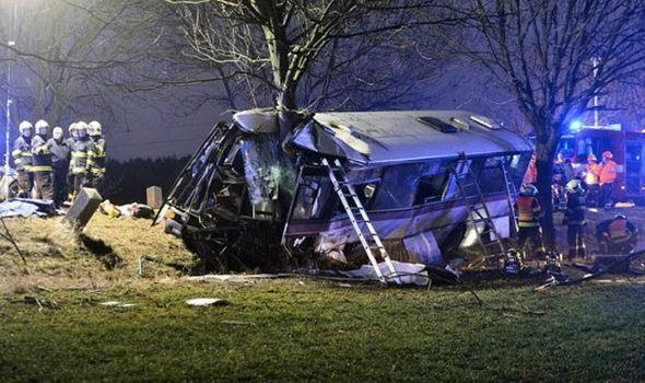 У Празі автобус зіткнувся з авто: троє загиблих та 45 поранених
