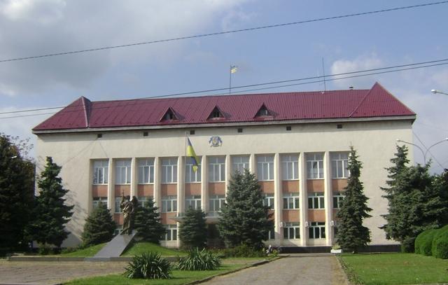 Виноградівська райдержадміністрація продовжує судову епопею з районною радою.