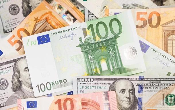 НБУ знизив офіційний курс долара на 22 копійки. Єдина європейська валюта подешевшала на 27 копійок.