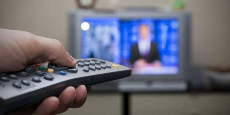 Українські виборці дізнаються про кандидатів у президенти переважно з телебачення, через що в політиці важко з'явитися