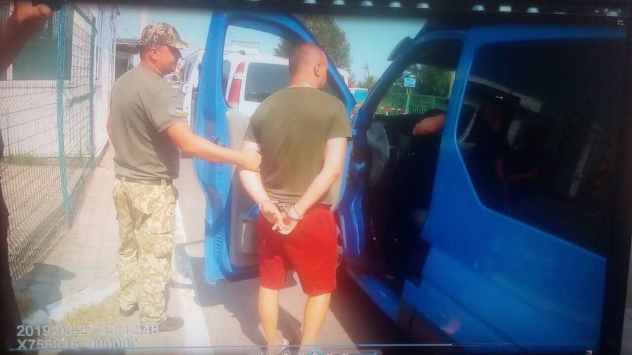 Учора вдень у пункті пропуску «Тиса» прикордонники завадили незаконному перетину кордону нашим співвітчизником. Він намагався без проходження контрольних операцій заїхати на територію України.