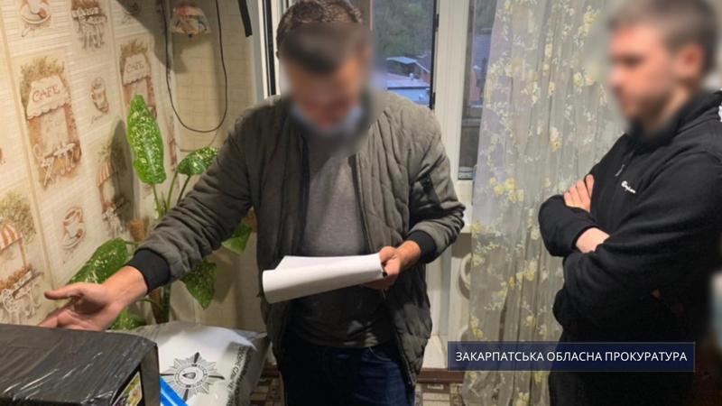 Протягом 60 діб підозрювані не матимуть права залишати місце свого проживання у визначені години та виїжджати за межі Дніпра.