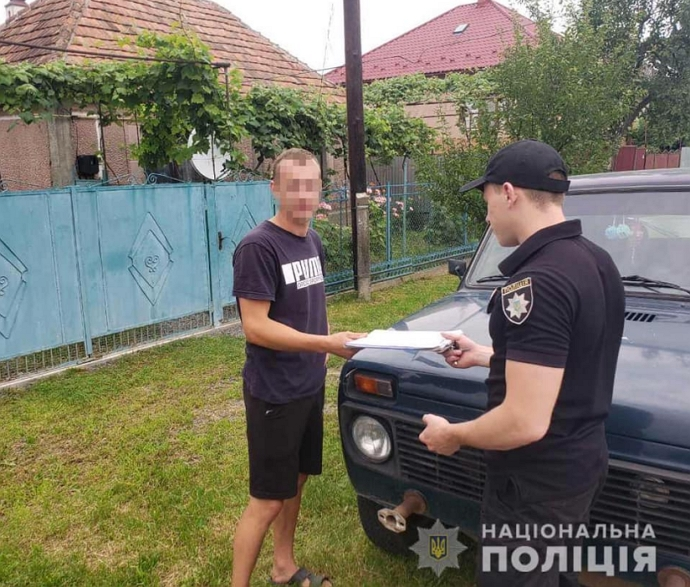 Поліцейські Мукачівського відділку проводять досудове розслідування за фактами пошкодження майна приватної служби таксі, яка віднедавна працює у місті.