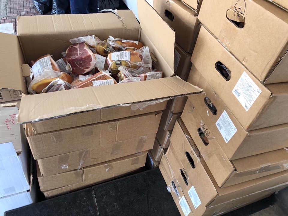 Сегодня, на таможенном посту «Тиса» сотрудники таможни пресекли три попытки незаконного перемещения продуктов питания. Товары пытались ввести граждане Украины, которые возвращались из Италии.