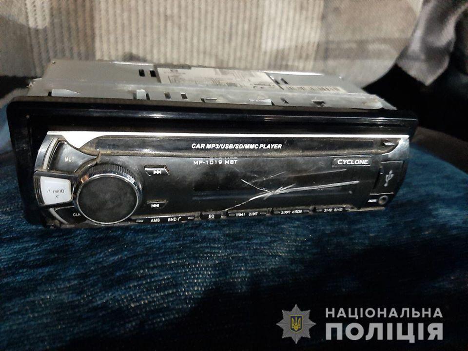 За злочин майнового характеру, скоєний вчора в Ужгороді, поліція притягне до відповідальності групу осіб.