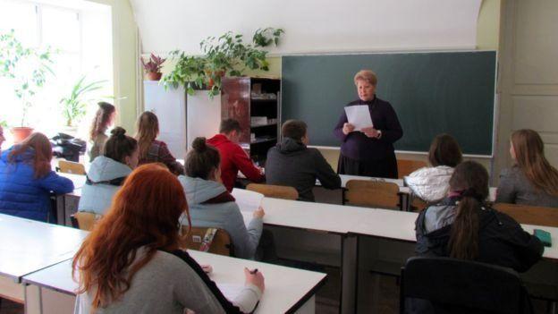 Міністерство освіти та науки оприлюднило роз'яснення та рекомендації щодо завершення навчального року в умовах пандемії коронавірусу.