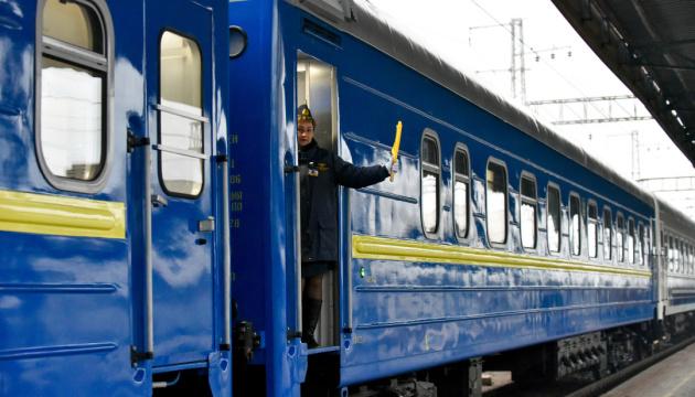 Поїзд №45/46 Ужгород - Лисичанськ у 2020 році перевіз 461,5 тис. пасажирів, що у 2,5 раза менше, ніж було у 2019 році (1,172 млн), повідомила прес-служба АТ