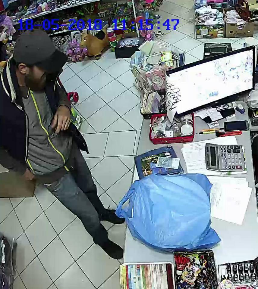 У Виноградові чоловік викрав гроші з каси магазину, - соцмережі (ФОТО)