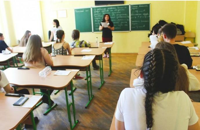 Прем'єр-міністр Олексій Гончарук розповів про те, що незабаром кількість учнів у школі буде впливати на розрахунок зарплати вчителів.