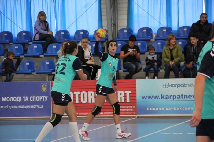 Гандболістки ужгородських «Карпат» так і не зміг створити інтригу в матчі-відповіді зі львівською «Галичанкою» в Кубку України з гандболу серед жіночих команд.
