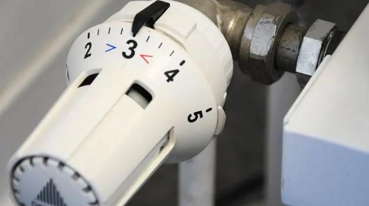 Хоча нинішнє літо б'є рекорди по жарі, киянам пропонують вже платити за опалювання по 10 гривен за квадрат.