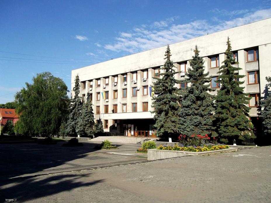 Будівництво торгово-розважального центру на вул. Підградській проводиться на підставі дозволу на виконання будівельних робіт.