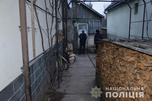 Працівники Тячівської поліції затримали жінку, яка нанесла смертельне поранення своїй знайомій.