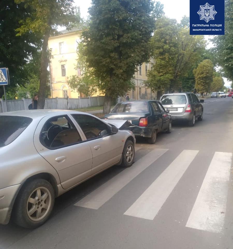 Це трапилося вчора, на вулиці Другетів, в Ужгороді. Близько 18-ї години інспектори отримали виклик про потрійну автопригоду.