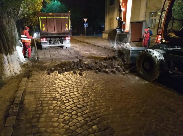 В обласному центрі роблять поточний ремонт на вулиці Робочій.