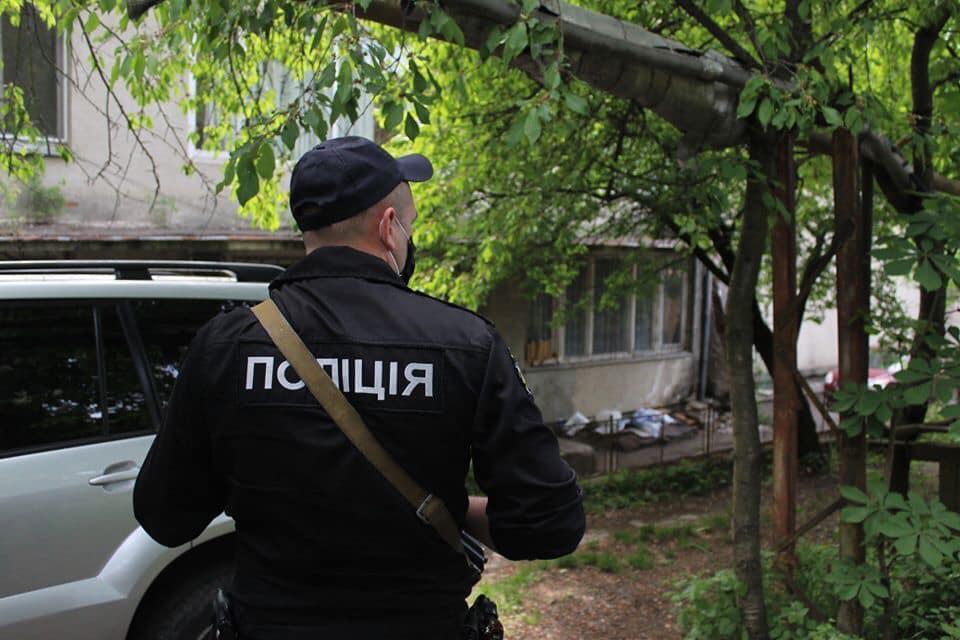 Завдяки свідченням очевидця, поліцейським охорони вдалось швидко розшукати злочинців.