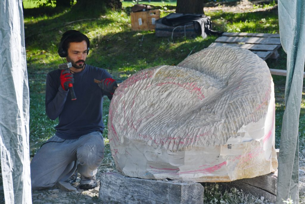 На Закарпатті розпочався IX Міжнародний симпозіум скульпторів, який триватиме до 19 вересня.