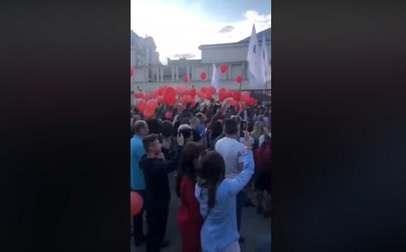 В Ужгороді екс-президента України Петра Порошенка зустріли під вигуки