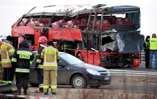 Серед евакуйованих громадян є постраждалі з переломами, але вони транспортабельні, запевнив консул України в Любліні Василь Павлюк.