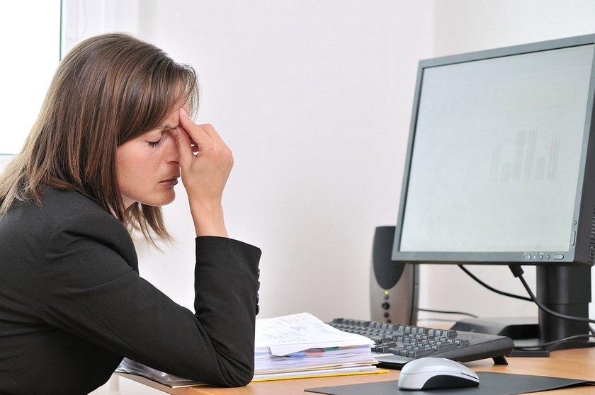 Работники, работающие на электронных вычислительных и вычислительных машинах, имеют право на ежегодный дополнительный отпуск для особого характера работы продолжительностью до четырех календарных дней.