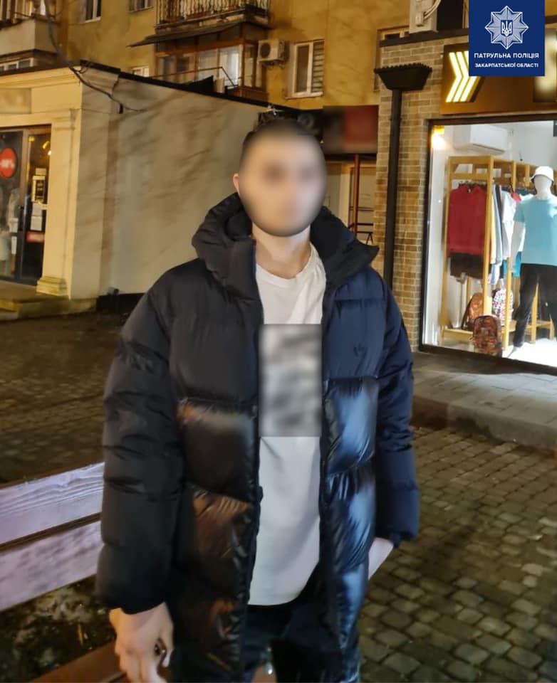 Подозрительный человек был замечен на проспекте Свободи в Ужгороде.