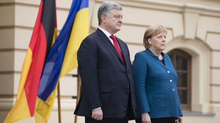 У четвер, 1 листопада, до Києва приїхала йде у відставку канцлер ФРН Ангела Меркель. Останній раз вона була в Україні чотири роки тому - напередодні підписання других Мінських угод.