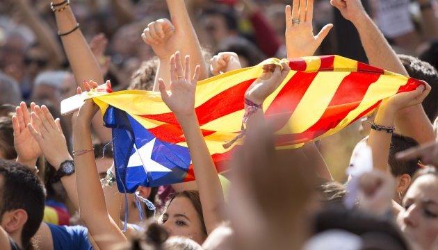 Більшість - політичні сили, що виступають за незалежність регіону, а також в лідерах ті, хто проти незалежності.