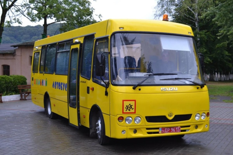 До уваги учнів та батьків Виноградівського району! Рух шкільних автобусів повністю відновлено.