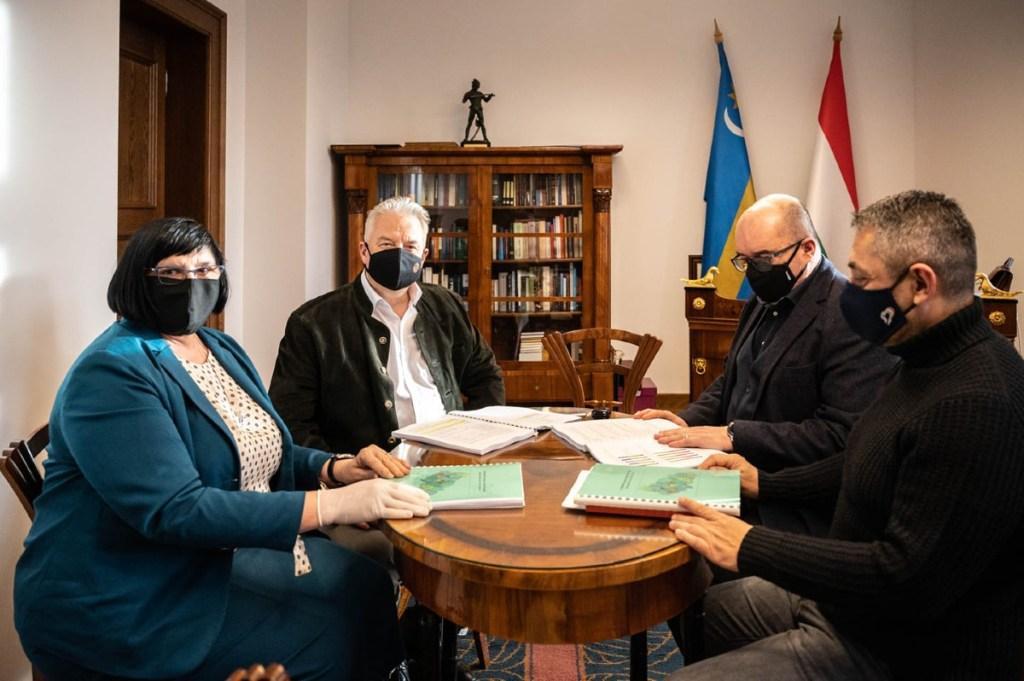 У Будапешті підписано домовленість про підтримку угорським урядом подальшого розвитку угоромовних освітніх закладів Закарпаття та аграріїв і підприємців краю.