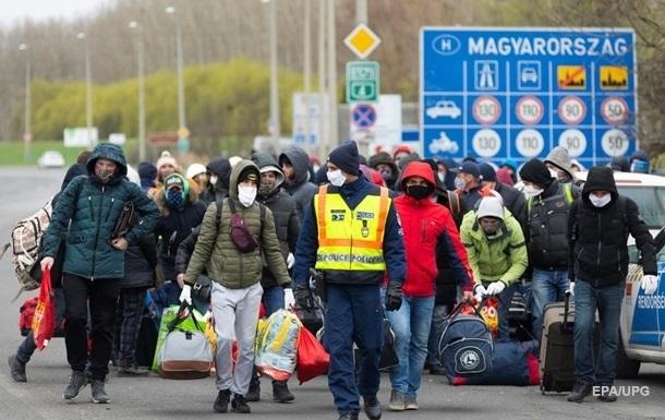 У МЗС думають, чи дозволяти українцям вирушати на сезонні роботи за кордон.