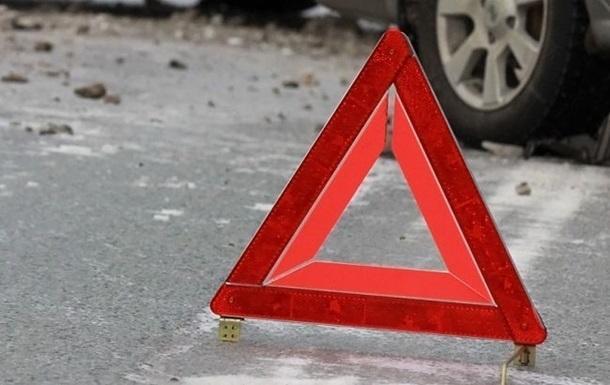 Микроавтобус Volkswagen Transporter и грузовик Man с прицепом столкнулись на дороге в Лодзинском воеводстве.