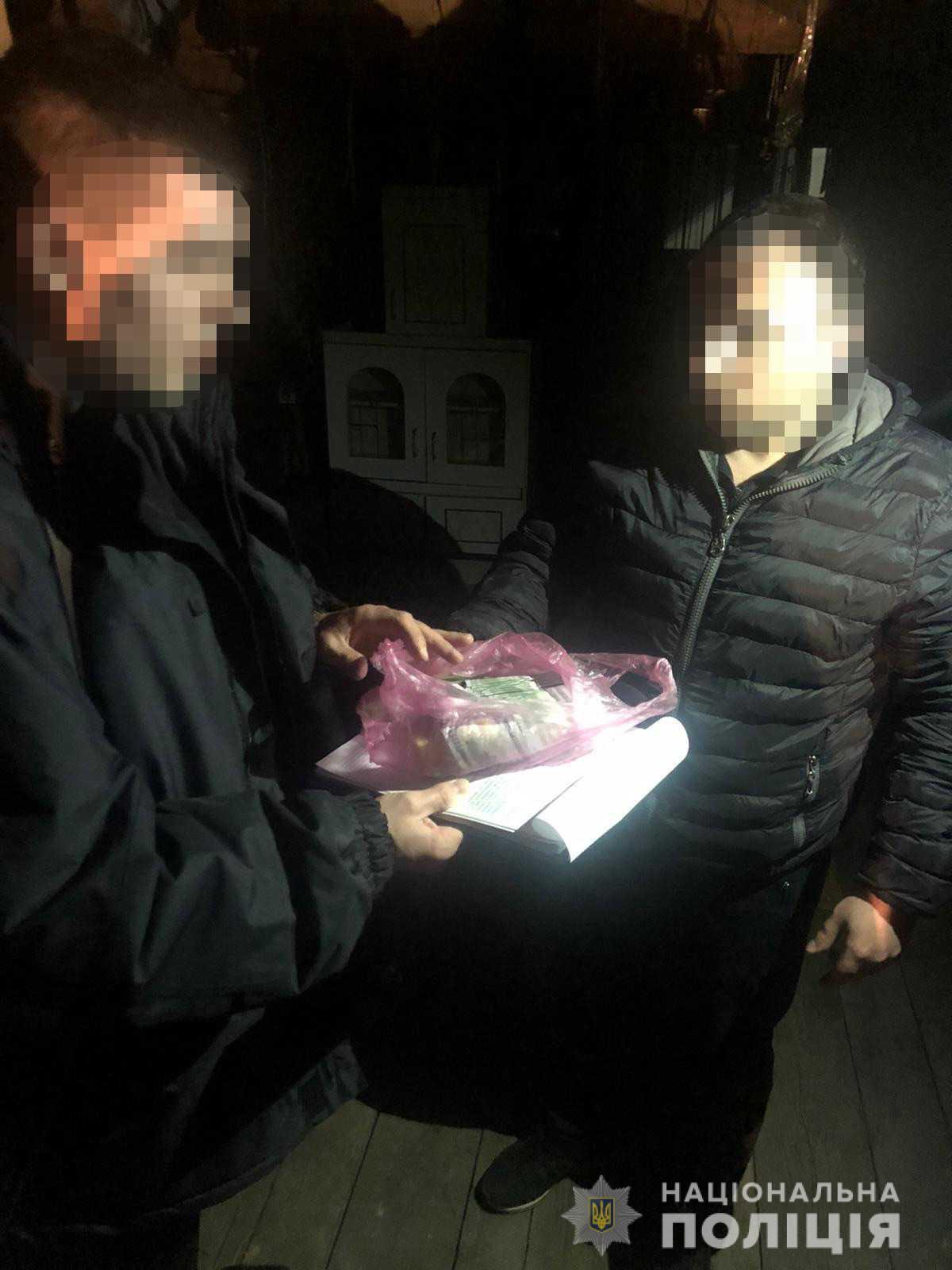 Житель селища Солотвино, через боргові зобов'язання перед банком, інсценував крадіжку у власному помешканні та обікрав своїх родичів.