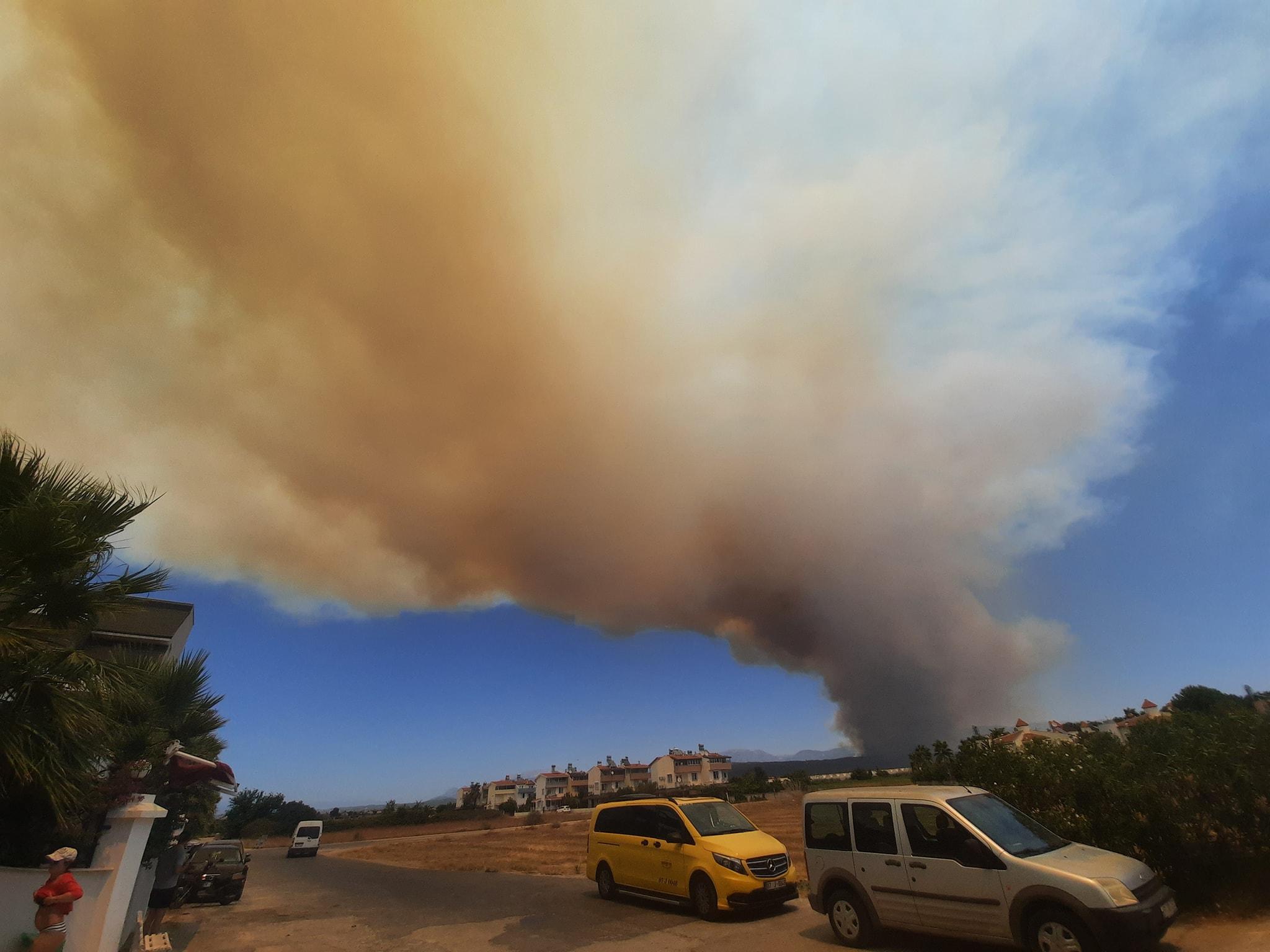 Повідомляється, що горять ліси неподалік м.Сіде.