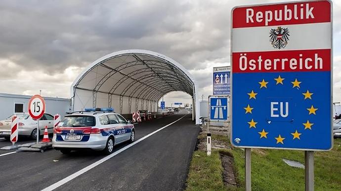 Громадяни України мають право на транзит через Австрію попри нові обмеження щодо в'їзду на територію країни, заявив посол України в Австрії Олександр Щерба.