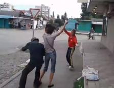 Мережа в захваті: в Ужгороді компанія влаштувала запальні танці під музику посеред вулиці (ВІДЕО)