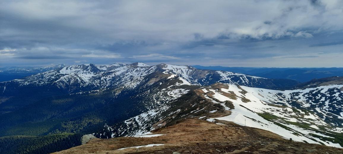 Наразі на горі Піп Іван температура повітря +4°С.
