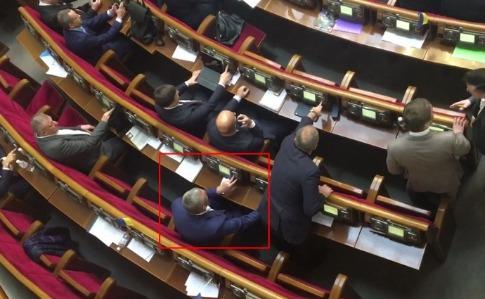 У Державному бюро розслідування розповіли, що справу щодо кнопкодавства позафракційного нардепа з Виноградівщини, яку відкрили у лютому 2020 року, досі розслідують.