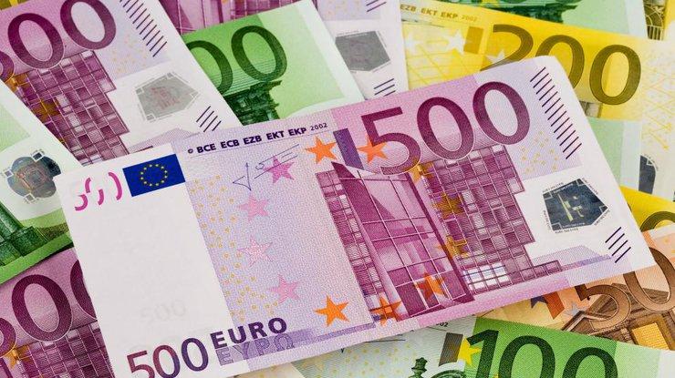 Єдина європейська валюта подешевшала до 27,32 гривень за євро.