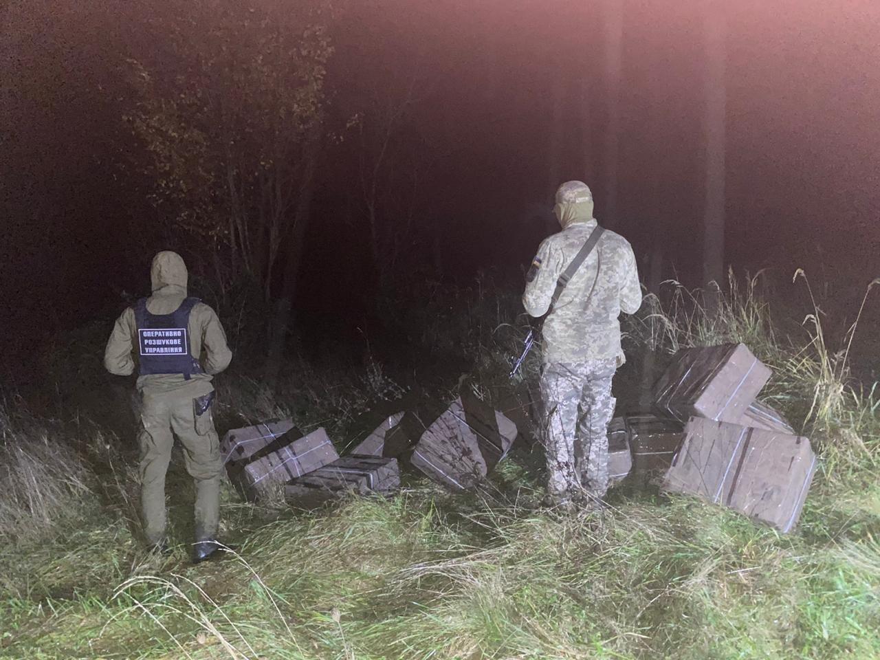 Зловмисники планували доправити до сусідньої Румунії 12 пакунків із 6000 пачок безакцизних сигарет.