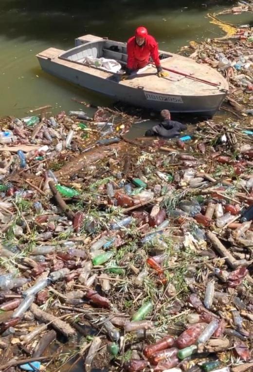 В області тривають роботи по ліквідації наслідків надзвичайної ситуації природного характеру, що пов'язана із сміттєвими заторами в руслах річок регіону.