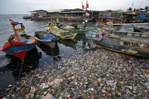 Європарламент проголосував за заборону одноразового пластику