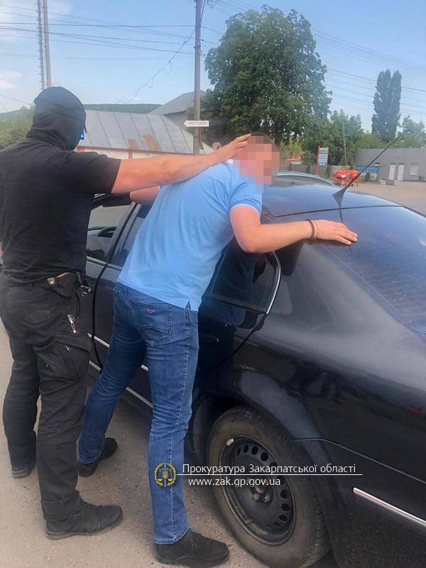 Процесуальним прокурором прокуратури Закарпатської області затверджено обвинувальний акт стосовно слідчого Берегівського відділення поліції ГУНП, якого затримано при отриманні 3200 грн.