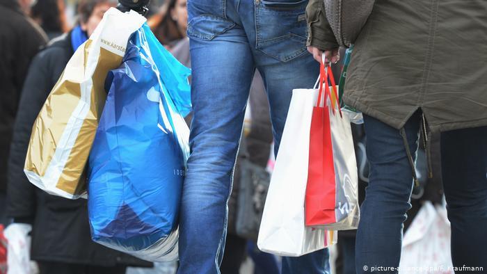 Народні депутати підтримали законопроєкт № 2051-1 у першому читанні. Він пропонує заборонити пластикові пакети з 2022 року.