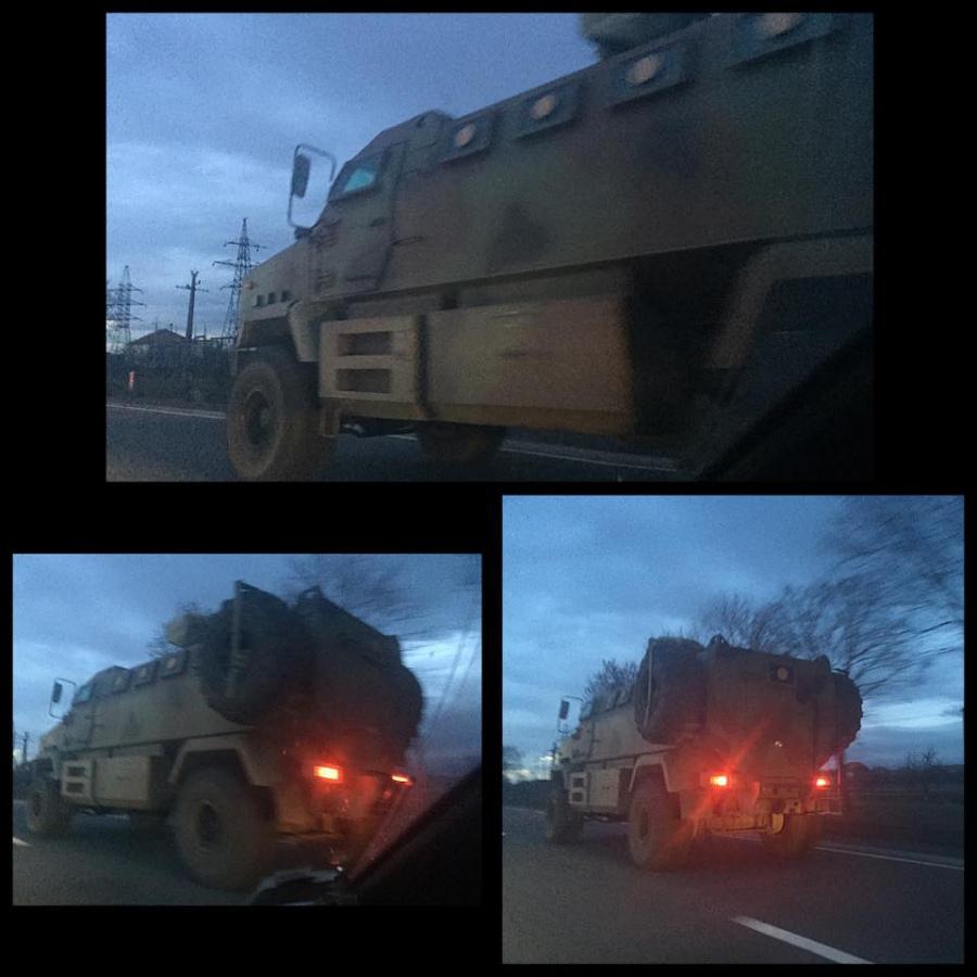 На трасіУжгород-Мукачево  помітили військовий броньовик
