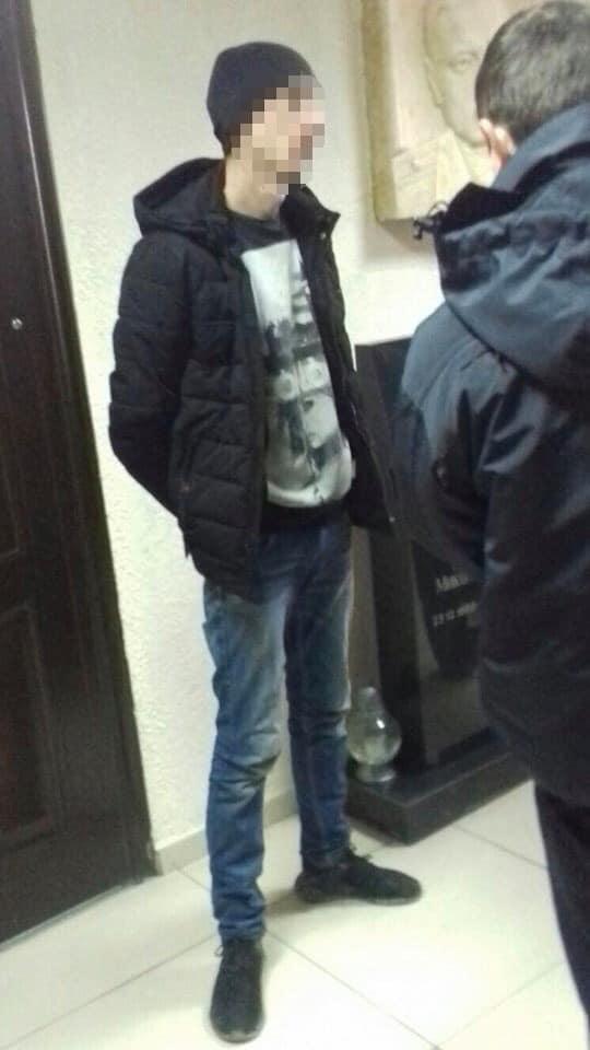 Сьогодні близько 12.30 на лінію 102 надійшло повідомлення від 47-мирічної працівниці одного з гостелів Ужгорода.